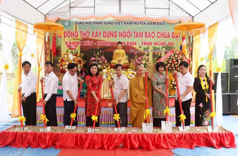 Động thổ xây dựng Tam bảo chùa Đạt (Nghệ An)