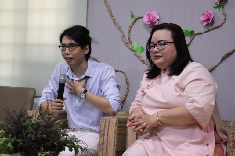 Anh Lê Tấn Đạt và Thạc sĩ Tâm lý Nguyễn Thị Tuyết Nhung chia sẻ trong buổi tọa đàm