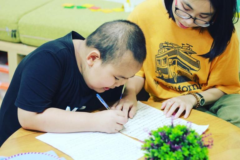 Hoàng Thị Diệu Thuần (34 tuổi, quê ở Quỳ Hợp, Nghệ An) dành hơn 9 năm để sống và chiến đấu với căn bệnh ung thư máu
