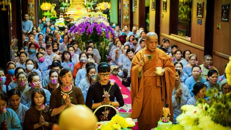 Hòa thượng Thích Hạnh Ngộ, Trưởng ban Trị sự GHPGVN quận 4 chủ trì lễ Phật đản tại quận nhà