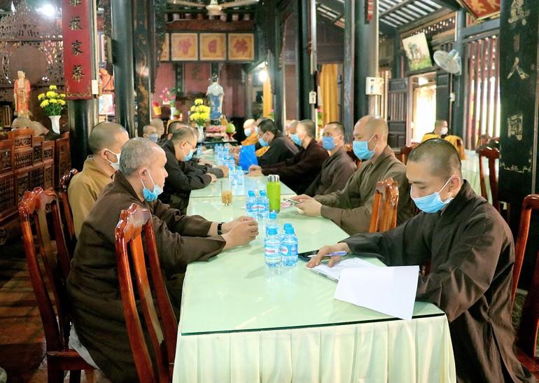 Chư tôn đức tham dự phiên họp Ban Thường trực Ban Trị sự Phật giáo tỉnh Bình Dương, ngày 8-5