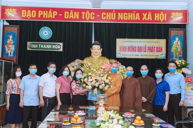 Đoàn công tác lãnh đạo TP.Thanh hóa chúc mừng Phật đản Phật lịch 2565