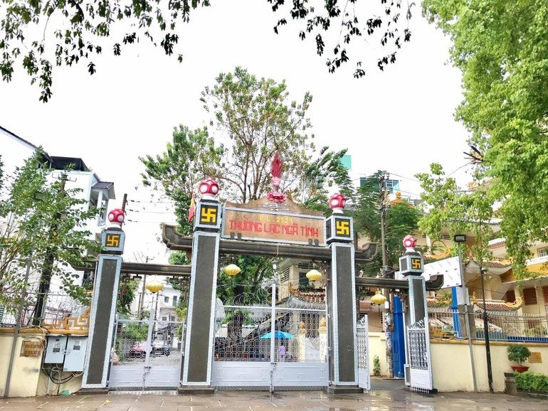 Cổng tịnh xá Trung Tâm (quận Bình Thạnh, TP.HCM)