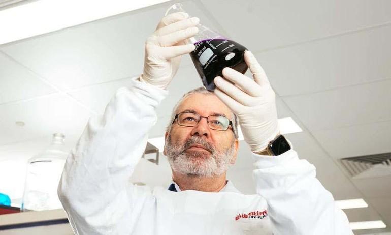 Giáo sư Nigel McMillan, trưởng nhóm nghiên cứu liệu pháp tiêu diệt nCoV trong phổi - Ảnh: Đại học Griffith