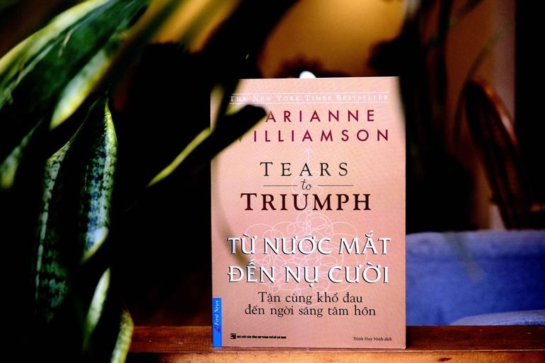 """Tác phẩm """"Từ nước mắt đến nụ cười"""" của Marianne Williamson do NXB Tổng Hợp TP.HCM ấn hành"""