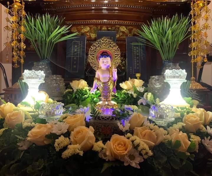 Tôn tượng Phật đản sinh tại nhà Phật tử Đức Quang