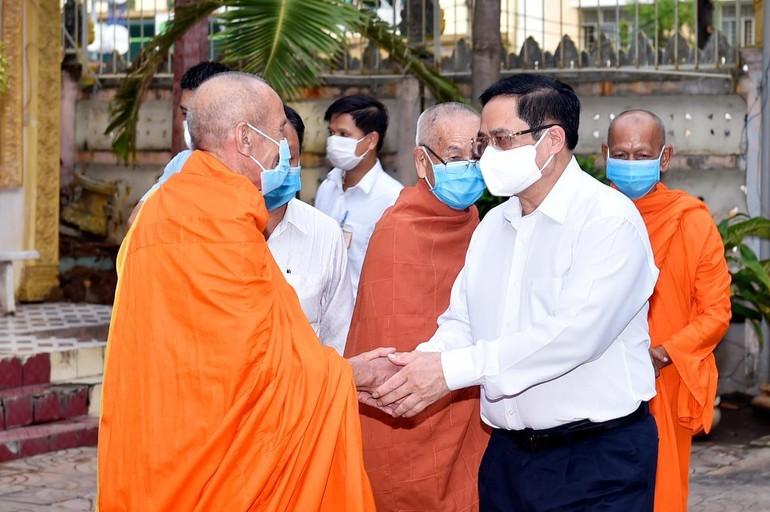 Thủ tướng đến thăm chúc mừng Đại lễ Phật đản Ban Trị sự GHPGVN TP.Cần Thơ - Ảnh: VGP/Nhật Bắc