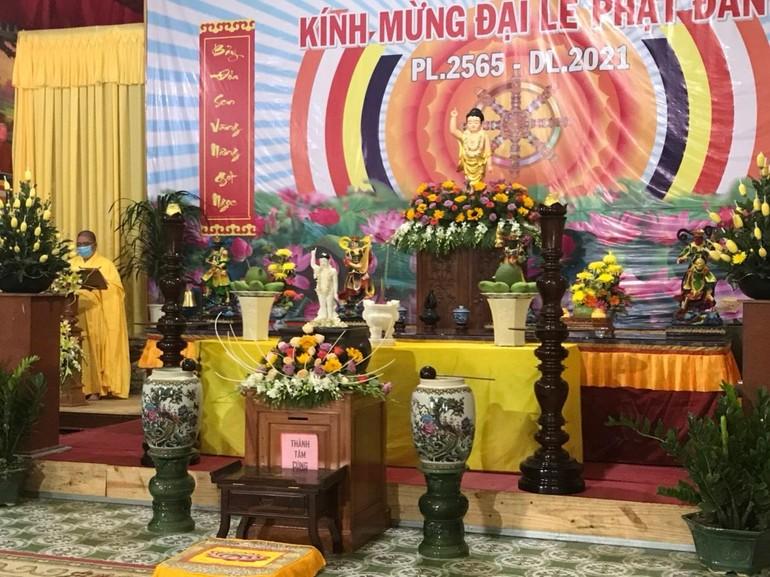 Tôn tượng Đức Phật đản sinh tại chùa Viên Minh