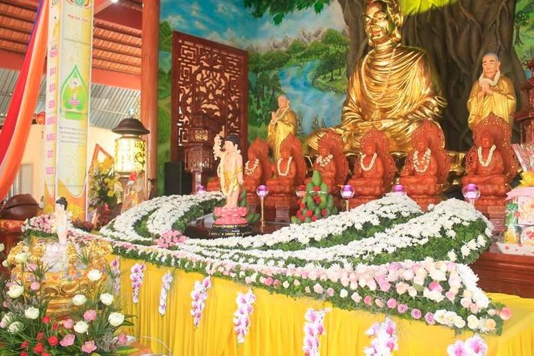 Lễ đài Phật đản sinh tại chùa Khánh Linh