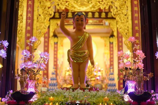 Tôn tượng Đức Bổn Sư sơ sinh tại chùa Từ Lâm