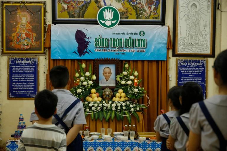 Đoàn sinh Gia đình Phật tử Pháp Vân tưởng niệm