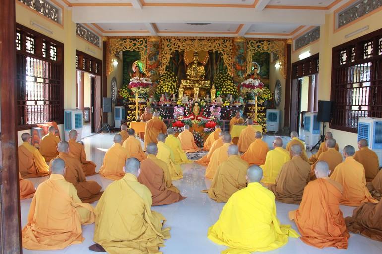 Chư Tăng chùa Vân Sơn làm lễ An cư kiết hạ