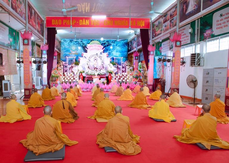 Quang cảnh buổi lễ tác pháp an cư tại chùa Thanh Hà