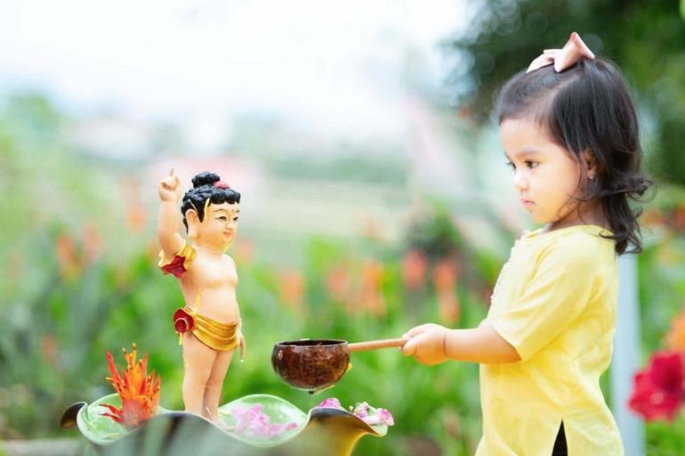 Bé Tắm Phật - Ảnh minh họa