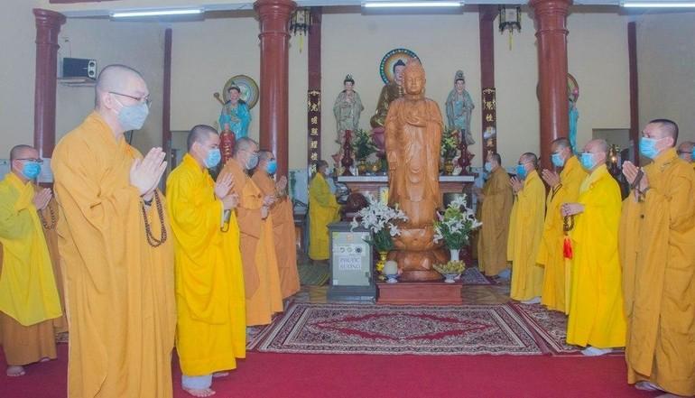 Chư tôn đức Tăng trong buổi lễ tác pháp an cư tại chùa Giác Quang