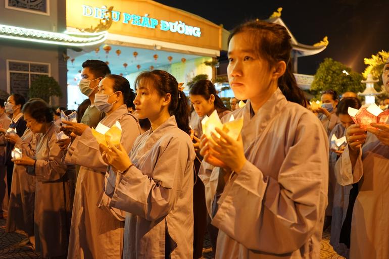 Học Phật và nuôi dưỡng yêu thương bằng chánh niệm