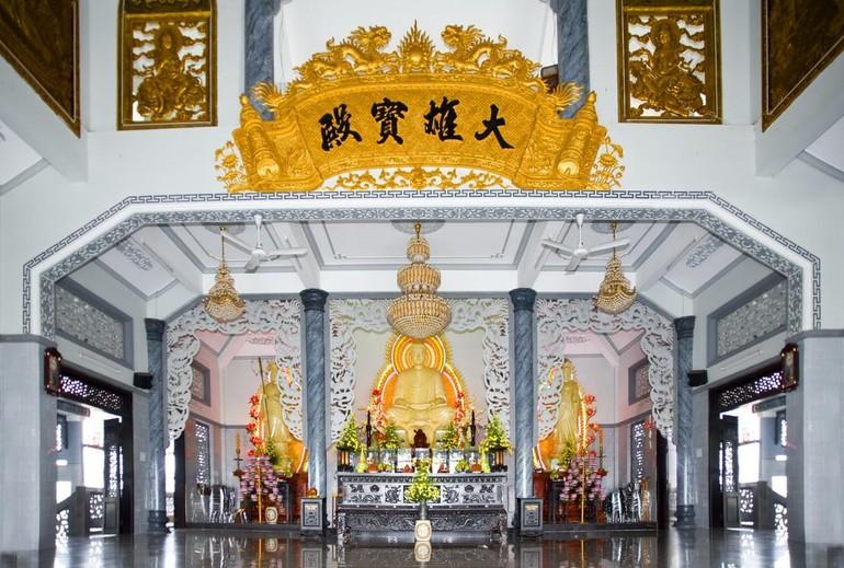 Điện Phật chùa Kim Sơn, quận Phú Nhuận, TP.HCM