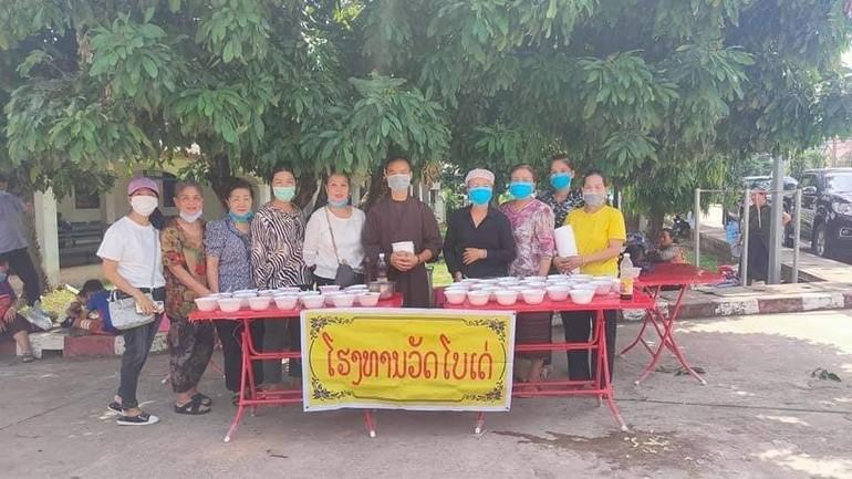 Một buổi tặng cháo tại Bệnh viện tỉnh Khammuane, Lào