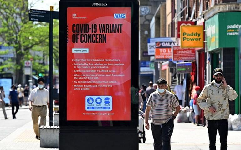 Giới chức y tế Anh tiếp tục cảnh báo người dân về biến thể Delta, đang chiếm 95% ca bệnh mới ở nước này - Ảnh: AFP