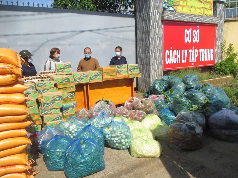 Vật phẩm của đoàn Phật giáo huyện Xuân Lộc được vận chuyển đến cơ sở cách ly tập trung