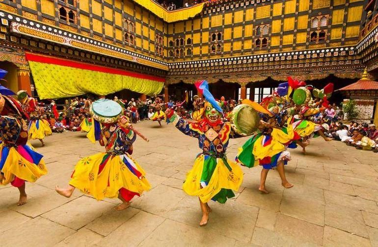 """Vũ điệu """"cham"""" luôn được biểu diễn trong các lễ hội truyền thống ở Bhutan"""