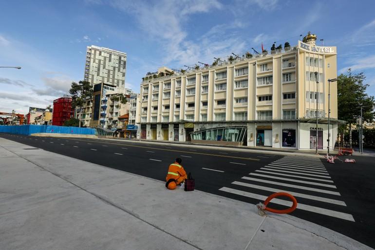 Trước ga metro ngầm đoạn Nhà hát Thành phố đến chợ Bến Thành - Ảnh: Ngô Trần Hải An