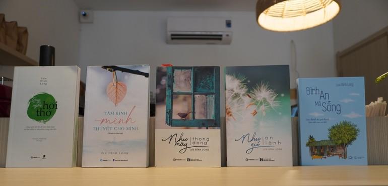 Các tác phẩm đã xuất bản của Lưu Đình Long - Ảnh: N.A