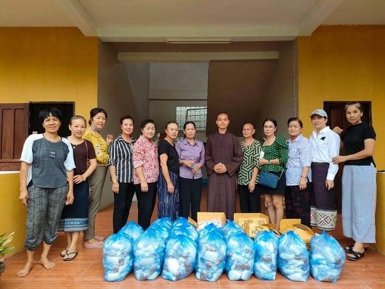 Đoàn từ thiện chùa Bồ Đề (Lào)