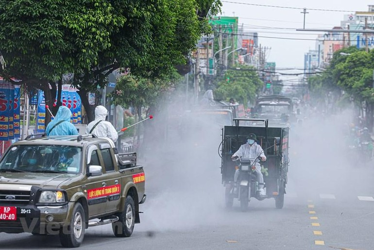 TP.HCM thực hiện chiến dịch phun khử khuẩn toàn thành phố