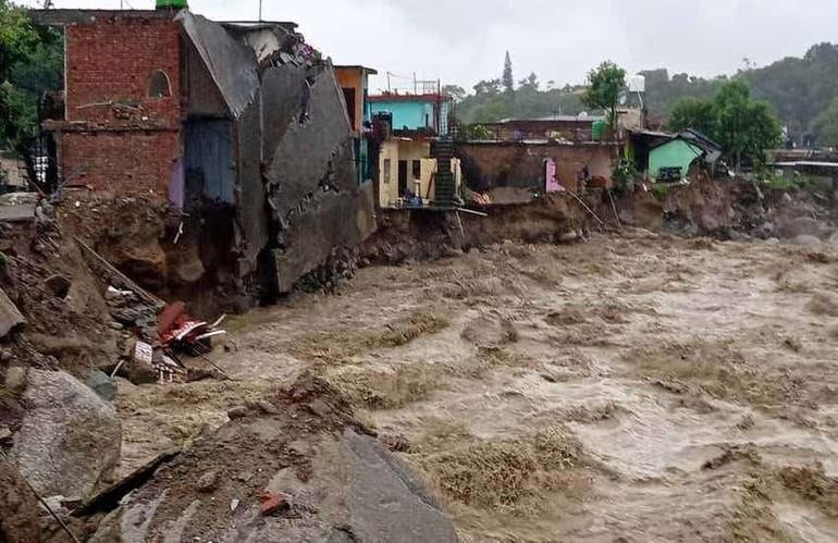 Dharamsala, thuộc bang Himachal Pradesh, miền Bắc Ấn Độ bị lũ quét gây thiệt hại nặng nề