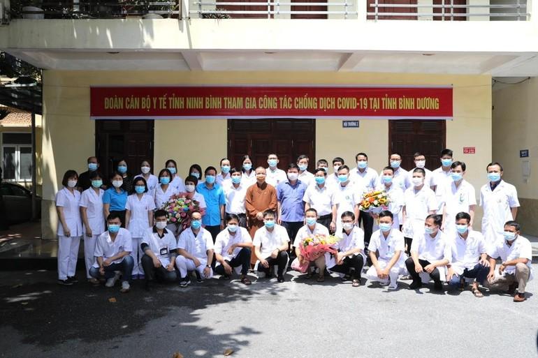 Đoàn y tế tỉnh Ninh Bình tham gia công tác chống dịch Covid-19 tại Bình Dương