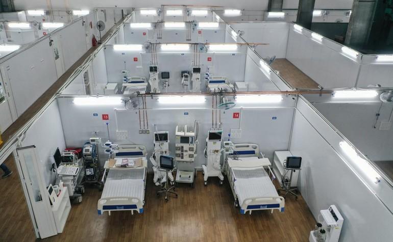 Trung tâm hồi sức tích cực (ICU) đặt tại Bệnh viện dã chiến số 16, quận 7 chuẩn bị tiếp nhận bệnh nhân - Ảnh: Quỳnh Trần