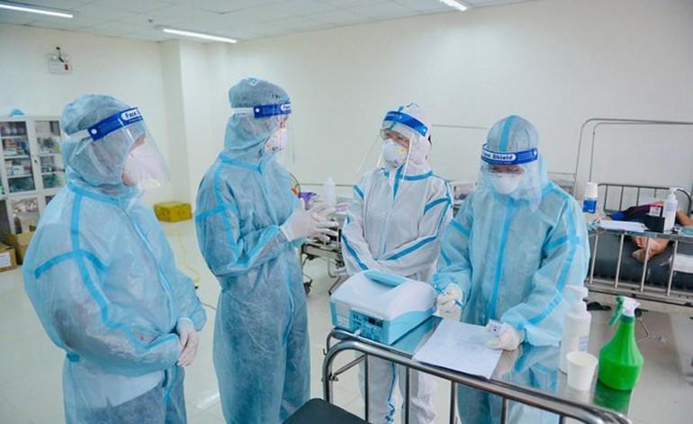 Tình nguyện viên Phật giáo hỗ trợ bệnh nhân Covid-19 tại Bệnh viện Dã chiến thu dung số 14