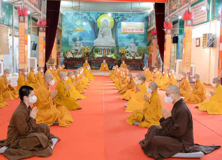 Chư tăng hạ trường chùa Thanh Hà tác pháp kết thúc mùa an cư