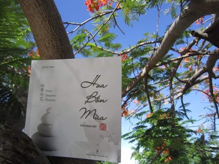"""Ảnh bìa tập thơ Haiku Việt """"Hoa bốn mùa"""", Lưu Đức Trung - NXB Thanh Niên 2017"""