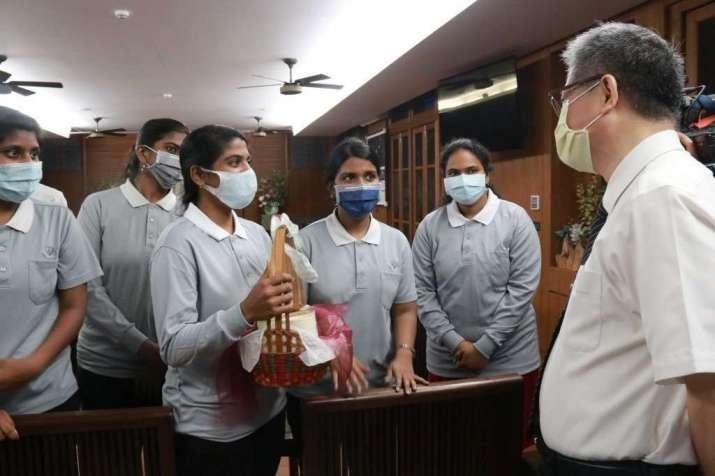 Các sinh viên Ấn Độ tại Đại học Từ Tế quyên góp quỹ để chung tay đẩy lùi dịch bệnh tại quê nhà
