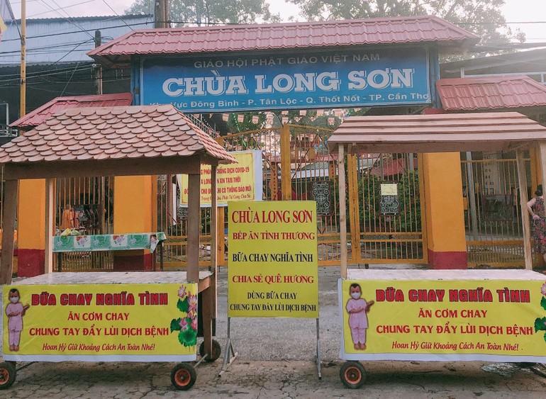 """""""Bữa chay nghĩa tình"""", chung tay đẩy lùi dịch bệnh của chùa Long Sơn (quận Thốt Nốt, TP.Cần Thơ)"""