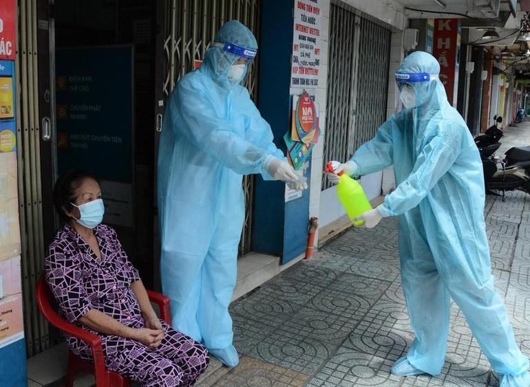 Các quận, huyện đang nỗ lực kiểm soát dịch, từng bước thu hẹp vùng nguy cơ lây nhiễm cao - Ảnh: TPO