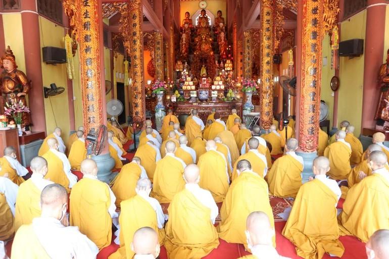 Lễ tác pháp Tự tứ, kết thúc khóa An cư kiết hạ tại hạ trường chùa Thánh Long