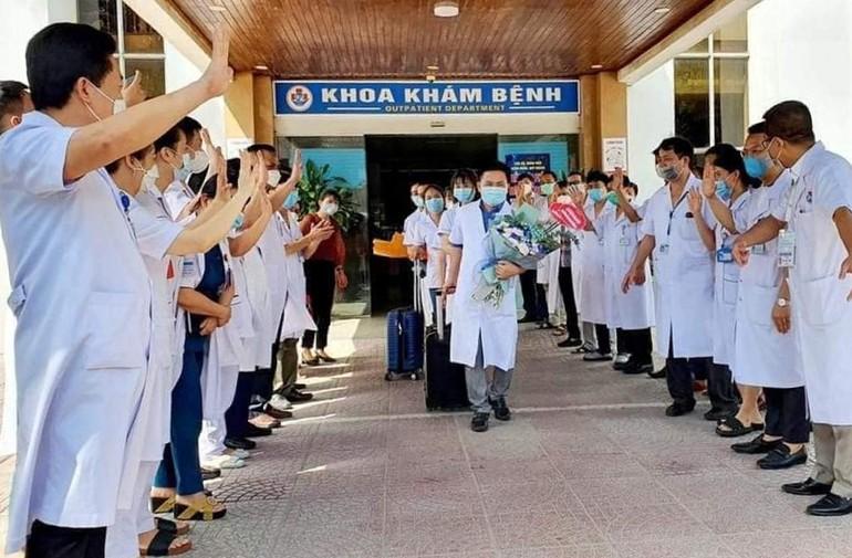 Đoàn cán bộ y tế Nghệ An chi viện TP.HCM vào tháng 7-2021