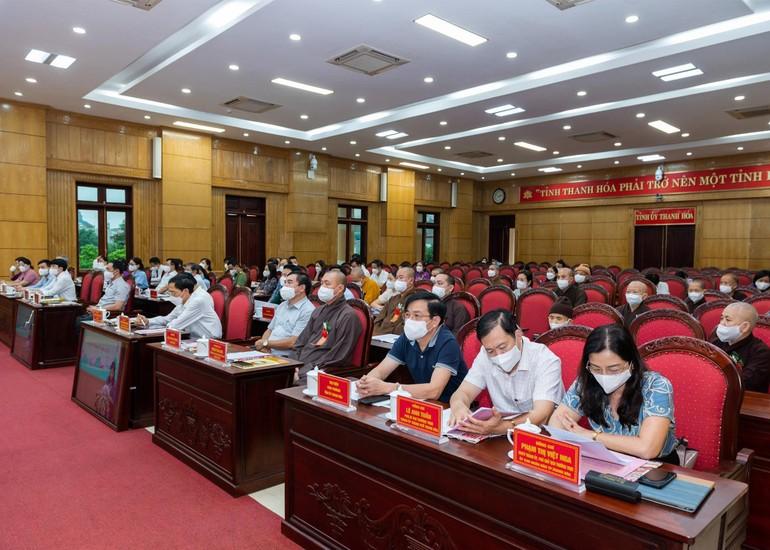 Chư tôn đức Tăng, Ni và đại biểu chính quyền tham dự hội nghị tại điểm cầu cấp tỉnh