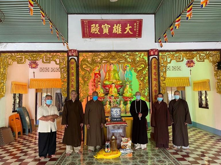 Đại đức Thích Chơn Tâm cúng dường tại chùa Phổ Tế