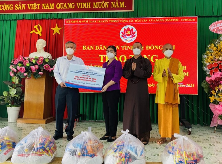 Ban Trị sự Phật giáo TP.Biên Hòa trao 300 phần quà an sinh tại huyện Trảng Bom