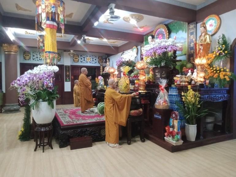 Lễ giao thừa tổ chức nội bộ tại chùa Báo Ân (quận Tân Bình)