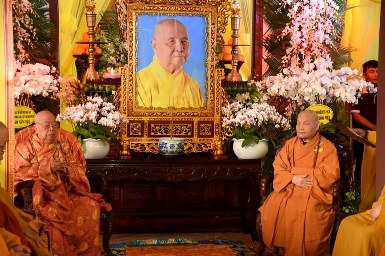 Trước di ảnh Trưởng lão Hòa thượng Thích Thiện Duyên - Ảnh: Ban TTTT Phật giáo Quảng Nam