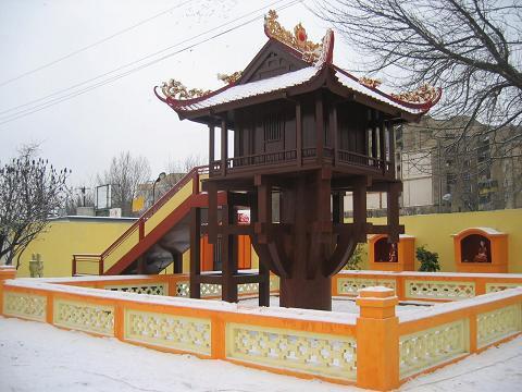 Chùa Việt ở Warsava (Ba Lan)