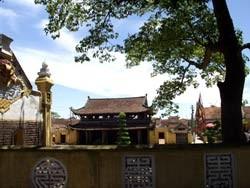 Tam quan nội chùa Keo Hành Thiện. Ảnh: VŨ QUANG THÀN