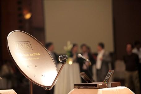 Chảo thu sóng truyền hình kỹ thuật số vệ tinh và đầu thu của AVG