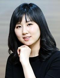 Cựu hoa hậu Hàn Quốc, Keum Na-na, người vừa nhận giải thưởng của Tông Tào Khê