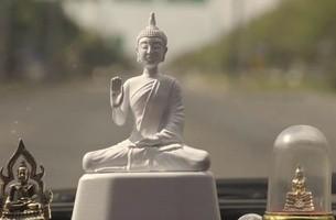 Tượng Phật có cài thiết bị thông minh - tự động nhắc tài xế hạn chế tốc độ